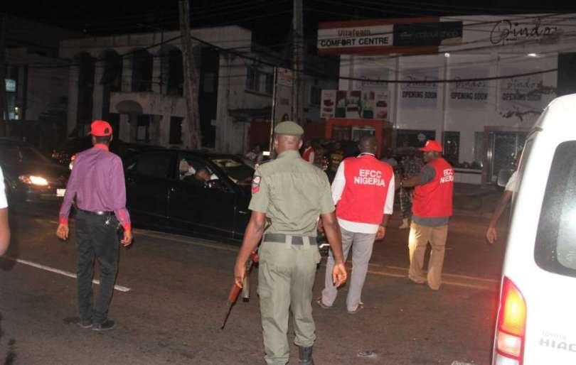 EFCC-operatives-during-a-raid-on-Club-57-in-Ikoyi-Lagos